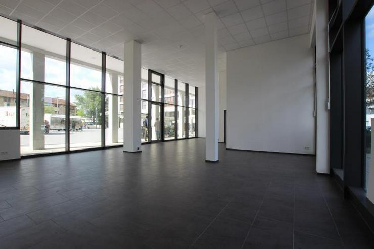 Bild 5: MIT 360°-Rundgang: Top-Ladenfläche - zentral, nahe U-Bahn mit großem Schaufenster.