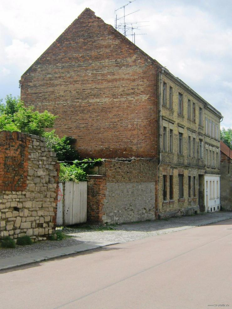 Sanierungsobjekt unmittelbar in der Innenstadt von Aschersleben - Haus kaufen - Bild 1