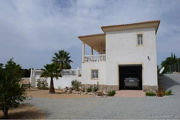 Bild 5: Villa bei San Vicente mit Blick auf die Stadt Alicante sowie das Meer und die Berge!