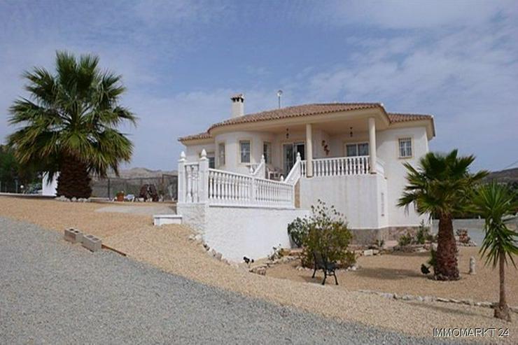 Bild 4: Villa bei San Vicente mit Blick auf die Stadt Alicante sowie das Meer und die Berge!