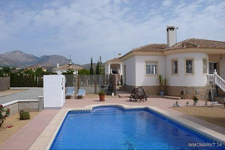 Bild 3: Villa bei San Vicente mit Blick auf die Stadt Alicante sowie das Meer und die Berge!