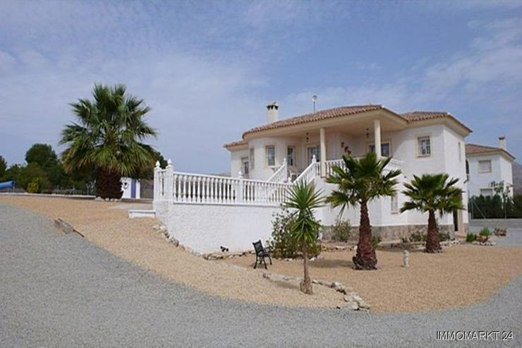 Bild 6: Villa bei San Vicente mit Blick auf die Stadt Alicante sowie das Meer und die Berge!