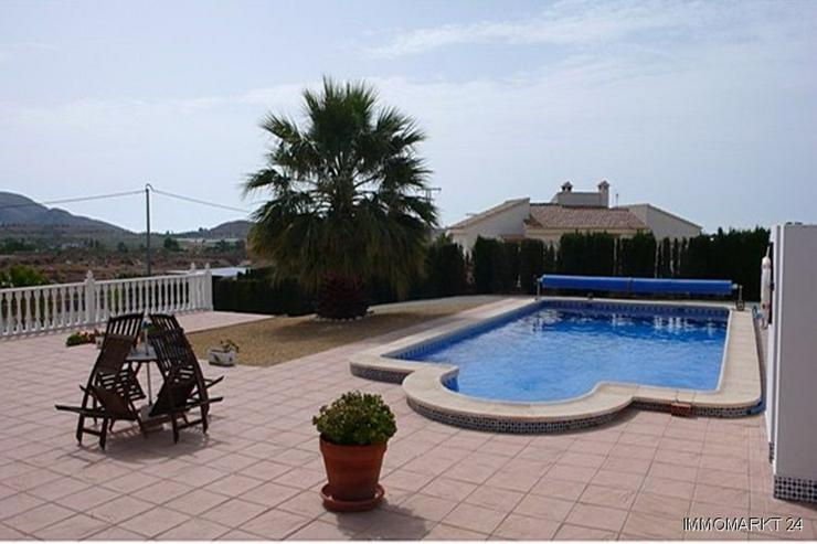 Bild 2: Villa bei San Vicente mit Blick auf die Stadt Alicante sowie das Meer und die Berge!