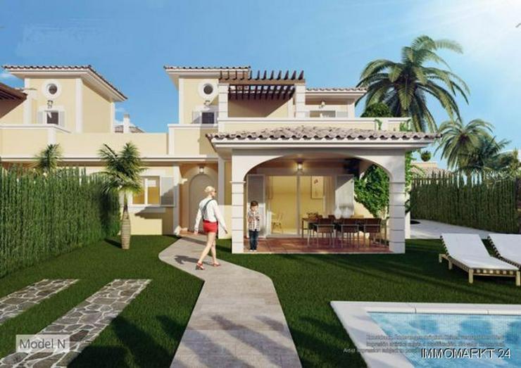 Bild 2: Doppelhaushälften mit Gemeinschaftspool