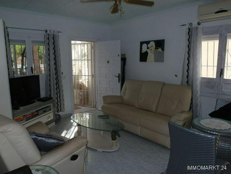 Bild 4: Villa mit 2 separaten Wohnungen und Gemeinschaftspool