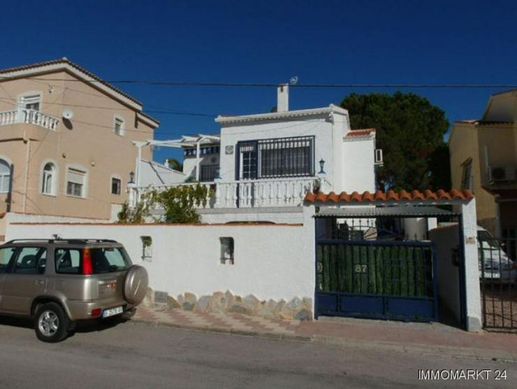 Villa mit 2 separaten Wohnungen und Gemeinschaftspool - Haus kaufen - Bild 1