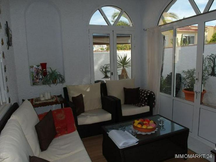 Bild 6: Villa mit 2 separaten Wohnungen und Gemeinschaftspool