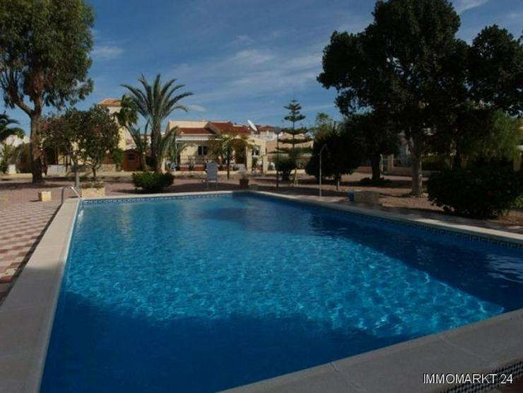 Bild 2: Villa mit 2 separaten Wohnungen und Gemeinschaftspool
