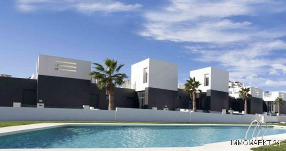 Moderne 3-Zimmer-Reihenhäuser in einer Golfanlage - Haus kaufen - Bild 1