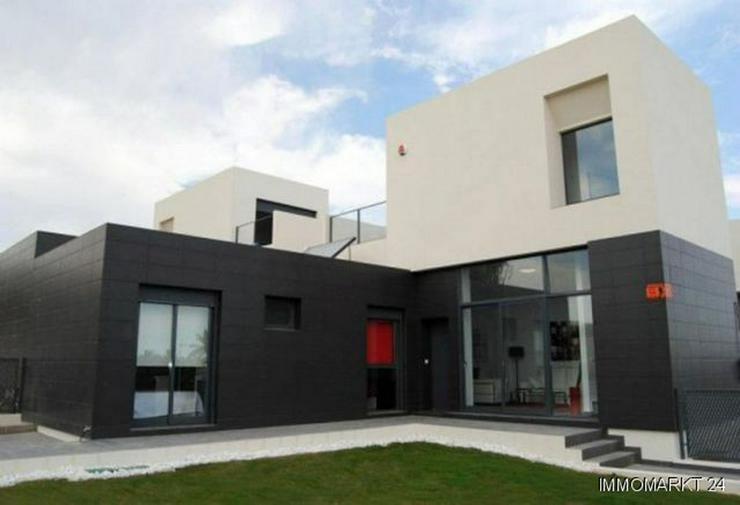 Moderne 4-Zimmer-Reihenhäuser in einer Golfanlage - Haus kaufen - Bild 1