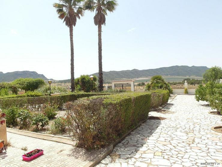 Bild 2: Landhaus-Villa mit Pool und wunderschönem Ausblick