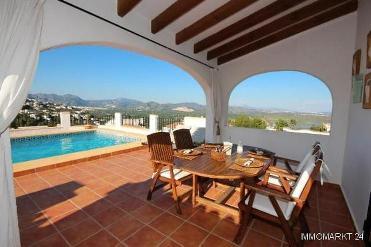 Bild 4: Anspruchsvolle Villa mit 2 Wohneinheiten und traumhaftem Blick in die Berge und auf das Me...