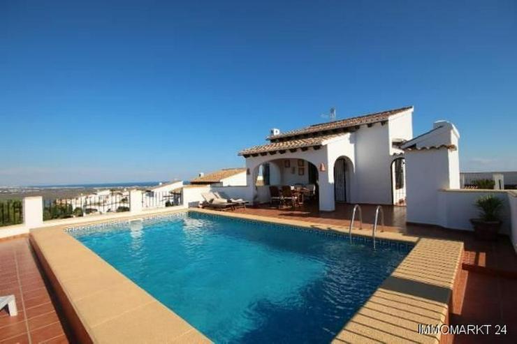 Anspruchsvolle Villa mit 2 Wohneinheiten und traumhaftem Blick in die Berge und auf das Me... - Haus kaufen - Bild 1