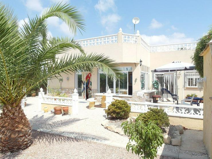 Landhaus-Villa mit Pool und schönem Ausblick - Bild 1