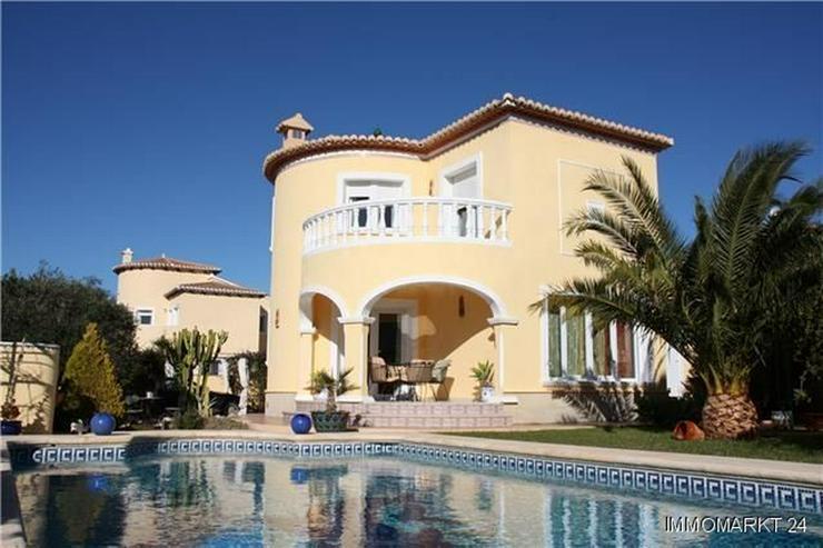 Moderne Villa mit Pool auf einem Ekgrundstück in bester Wohnlage Vergels - Haus kaufen - Bild 1