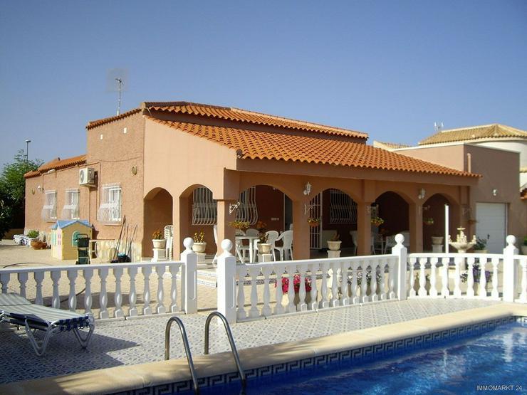 Wunderschöne Villa mit Pool, Garage und Gästehaus - Bild 1