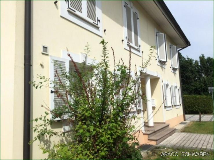 Doppelhaushälfte im Toskanastil mit Garten und großem Stellplatz