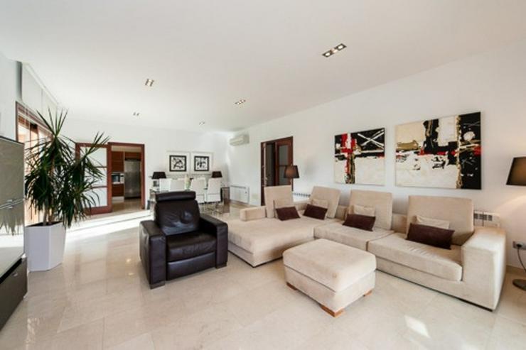 Bild 2: Wunderschöne neue Villa in der ruhigen Wohngegend Maioris.