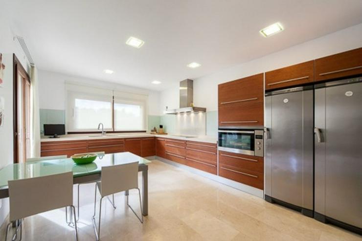 Bild 5: Wunderschöne neue Villa in der ruhigen Wohngegend Maioris.