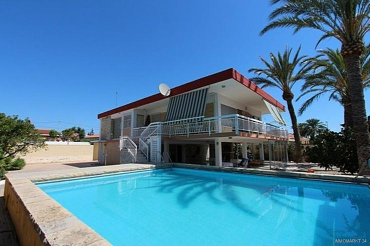 Bild 2: Renovierungsbedürftige Villa nur 800 m vom Strand