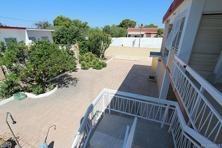 Bild 4: Renovierungsbedürftige Villa nur 800 m vom Strand