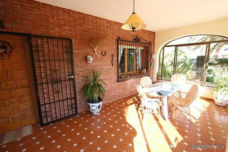 Bild 2: Sehr gepflegte Villa mit Swimmingpool und traumhaftem Garten bei Busot