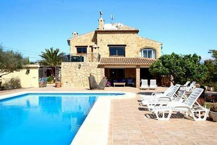 Bild 1: Landhaus-Villa mit wunderschöner Natursteinfassada und zwei Wohneinheiten in Tarraula