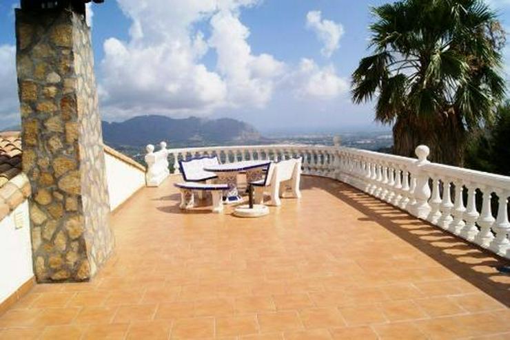 Bild 2: Villa mit Panoramablick bis hin zum Meer