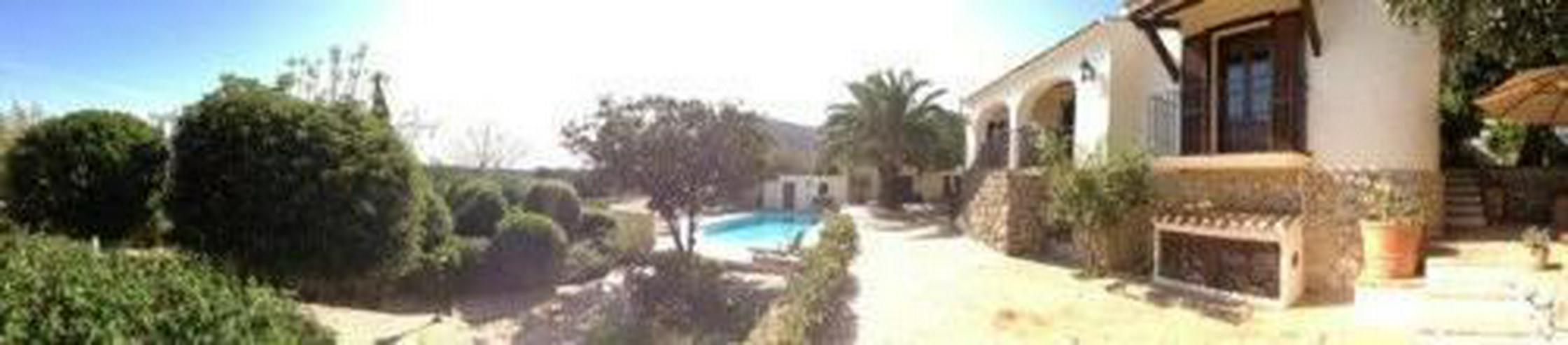 Bild 2: Großzügige Villa mit Pool in La Xara
