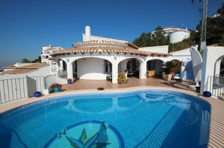 Moderne Villa in sonniger Aussichtslage mit Carport, Pool und BBQ - Bild 1