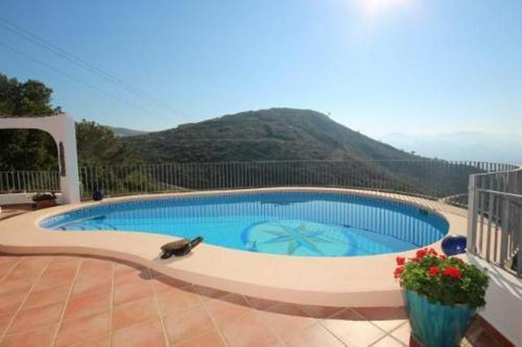 Bild 2: Moderne Villa in sonniger Aussichtslage mit Carport, Pool und BBQ