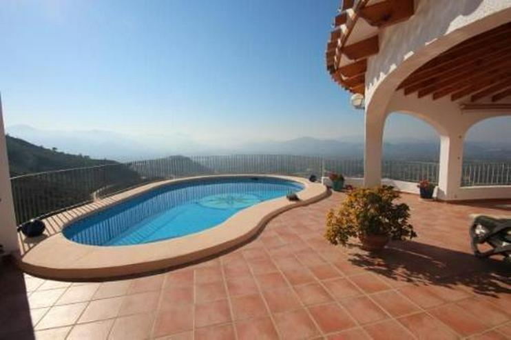 Bild 5: Moderne Villa in sonniger Aussichtslage mit Carport, Pool und BBQ