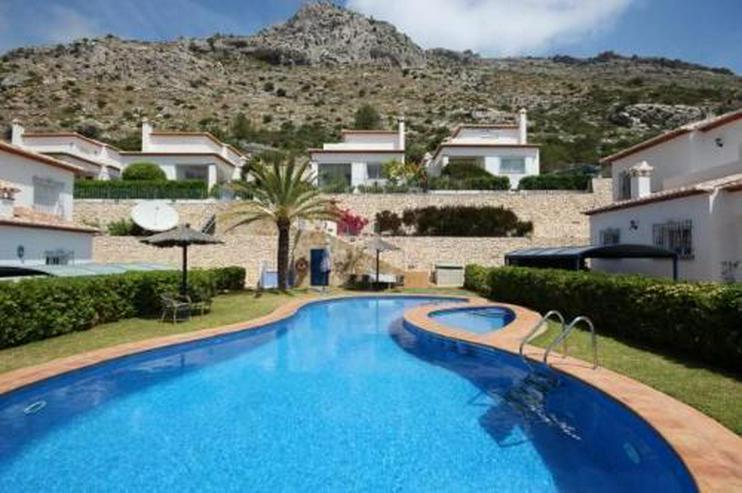Schöne Villa in gepflegter Gemeinschaftsanlage inmitten des Bergidylls - Haus kaufen - Bild 1