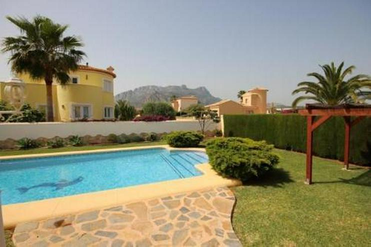 Bild 4: Attraktive Villa auf schönem Eckgrundstück in ruhiger Lage mit Bergblick nur 600 m vom M...