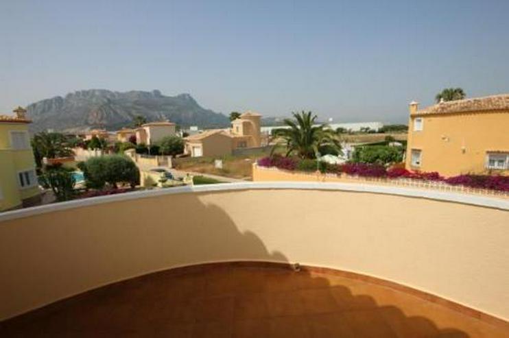 Bild 6: Attraktive Villa auf schönem Eckgrundstück in ruhiger Lage mit Bergblick nur 600 m vom M...