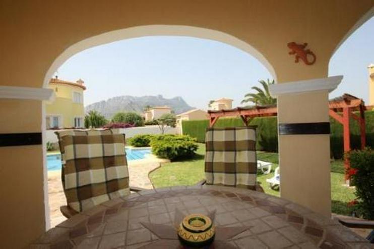 Bild 5: Attraktive Villa auf schönem Eckgrundstück in ruhiger Lage mit Bergblick nur 600 m vom M...