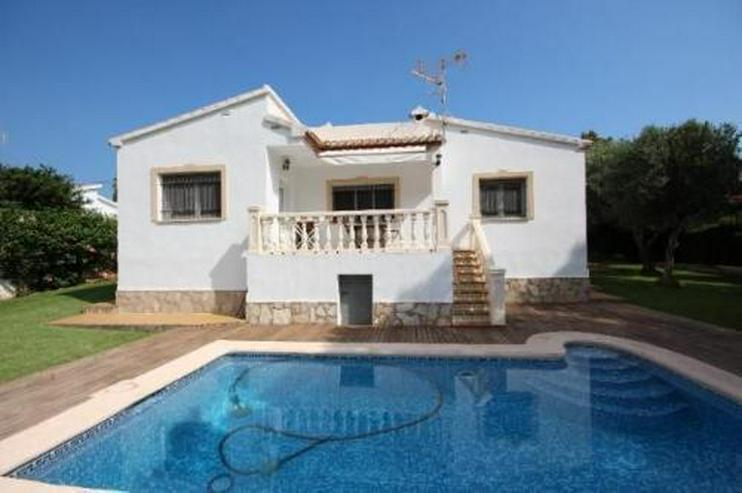 Gepflegte Villa mit großzügigem Garten, Carport, Pool und schönem Blick auf den Montgo - Haus kaufen - Bild 1