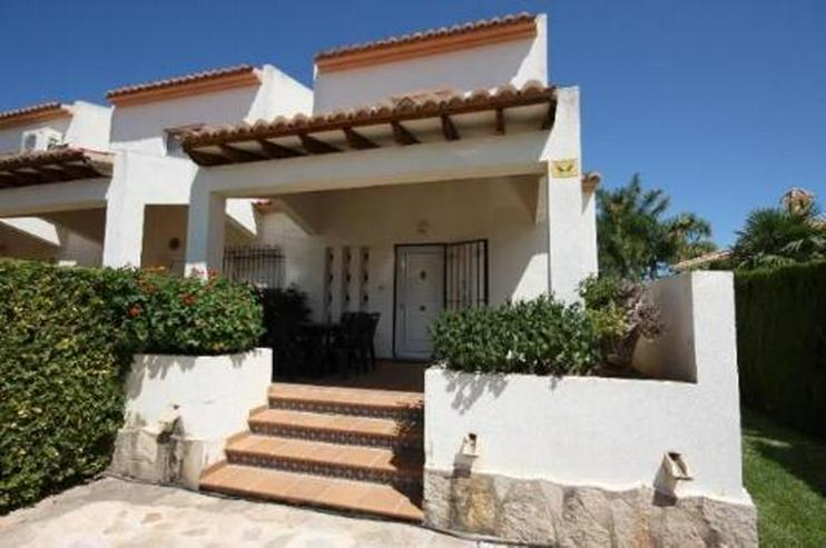 Bild 5: Gepflegtes Endreihenhaus mit Gemeinschaftspool direkt am Golfplatz von Oliva Nova