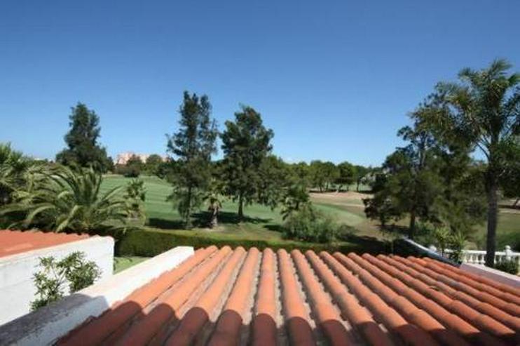 Bild 3: Gepflegtes Endreihenhaus mit Gemeinschaftspool direkt am Golfplatz von Oliva Nova