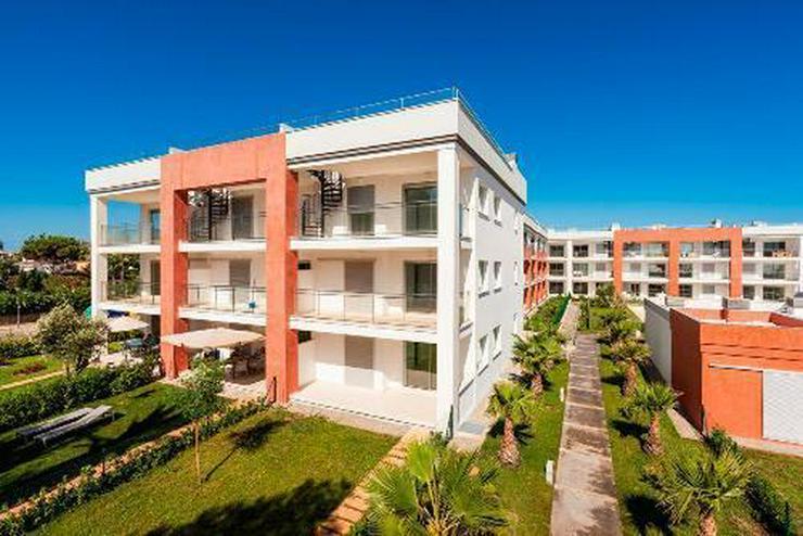 Bild 3: Wunderschöne Erdgeschoss-Appartements in einer Anlage in erster Linie am Strand