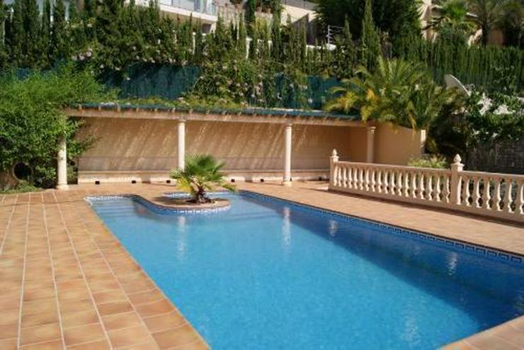 Bild 3: Großzügige Villa mit Pool und Garage