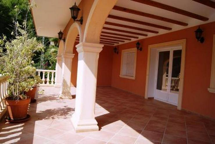 Bild 4: Großzügige Villa mit Pool und Garage