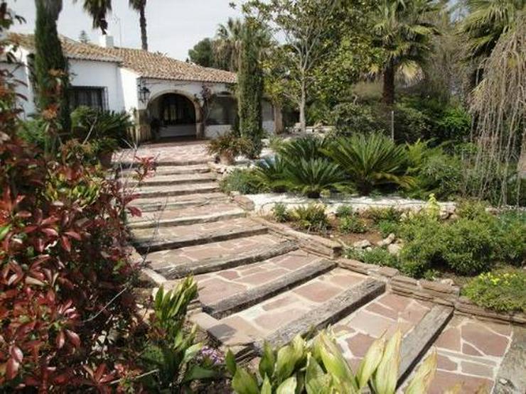Bild 5: Wunderschöne Villa mit Pool und Tennisplatz