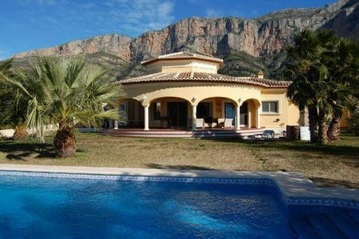 Sehr schöne Villa mit Blick auf die Berge - Bild 1