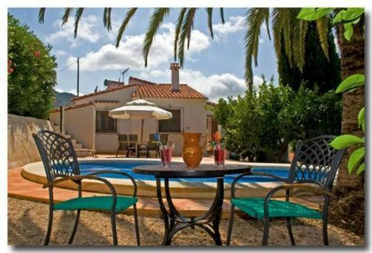 Gemütliche Villa in ruhiger Lage mit Carport, Pool und schönem Bergblick