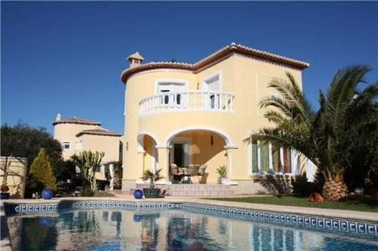 Moderne Villa mit Pool auf einem Ekgrundstück in bester Wohnlage Vergels - Bild 1