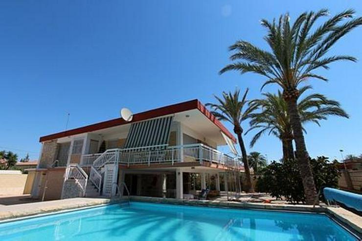Renovierungsbedürftige Villa nur 800 m vom Strand