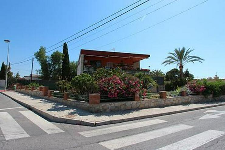 Bild 3: Renovierungsbedürftige Villa nur 800 m vom Strand