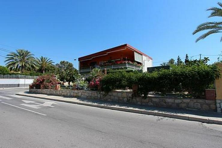 Renovierungsbedürftige Villa nur 800 m vom Strand - Bild 1