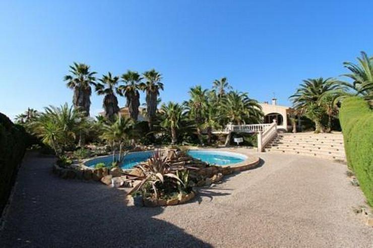 Sehr gepflegte Villa mit Swimmingpool und traumhaftem Garten bei Busot